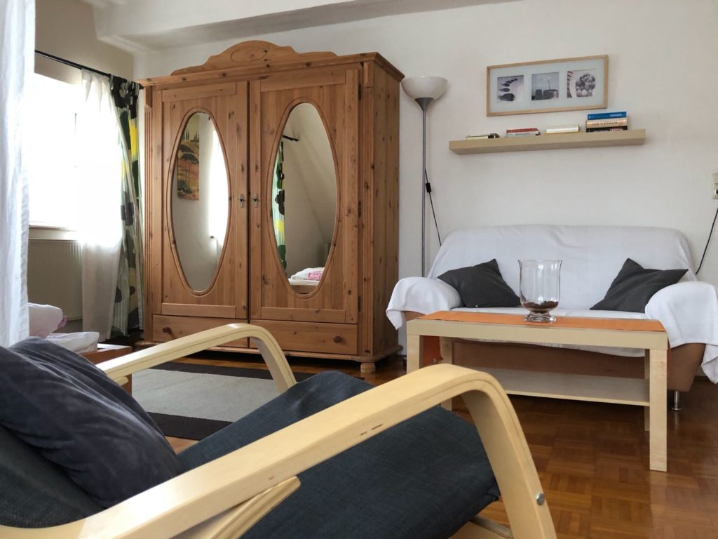 wohnen und schlafen rund 25 m f r sie urlaub im fr nkischen seenland. Black Bedroom Furniture Sets. Home Design Ideas